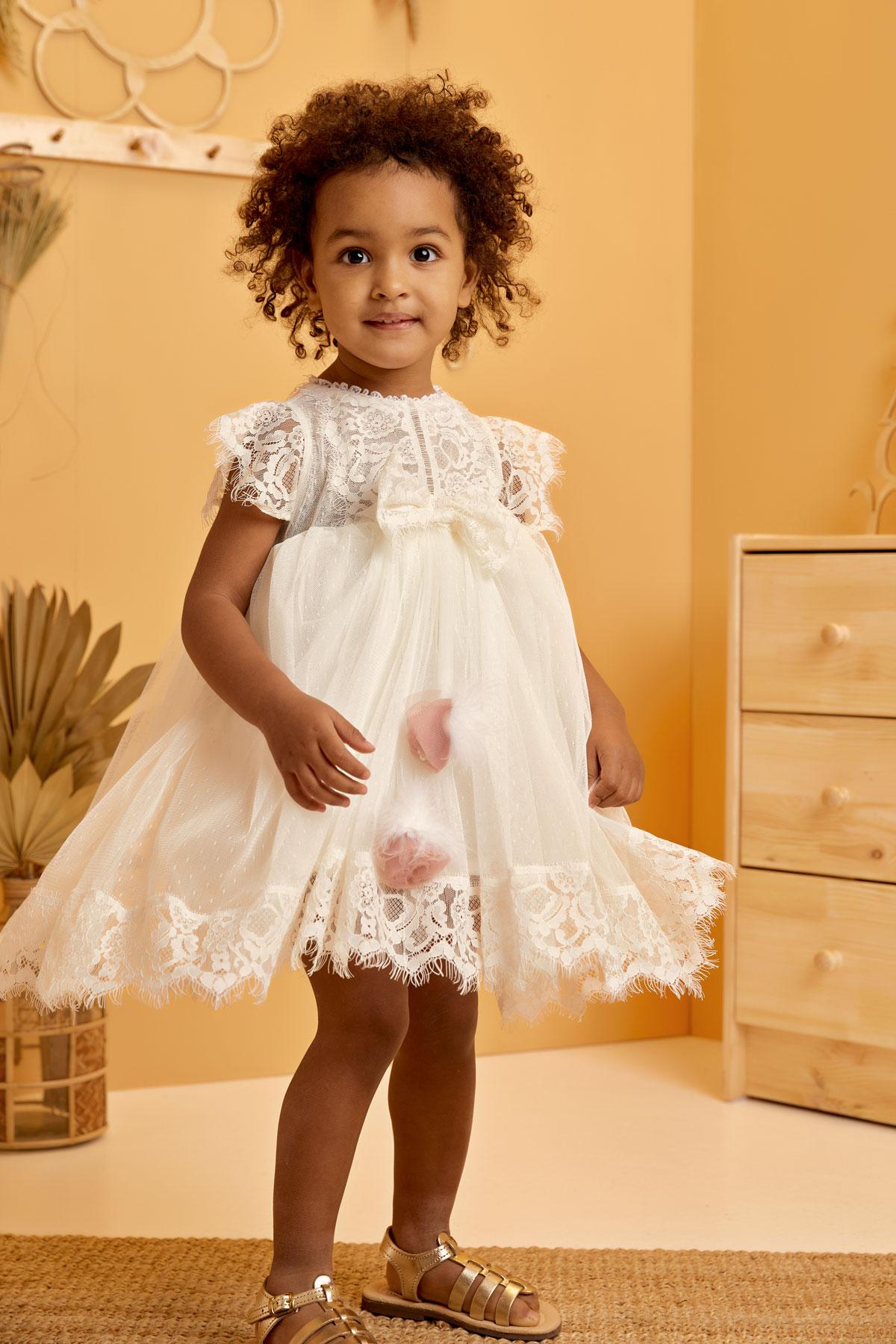 Βαπτιστικό φόρεμα μαραμπού με σάπιο μήλο λουλούδι