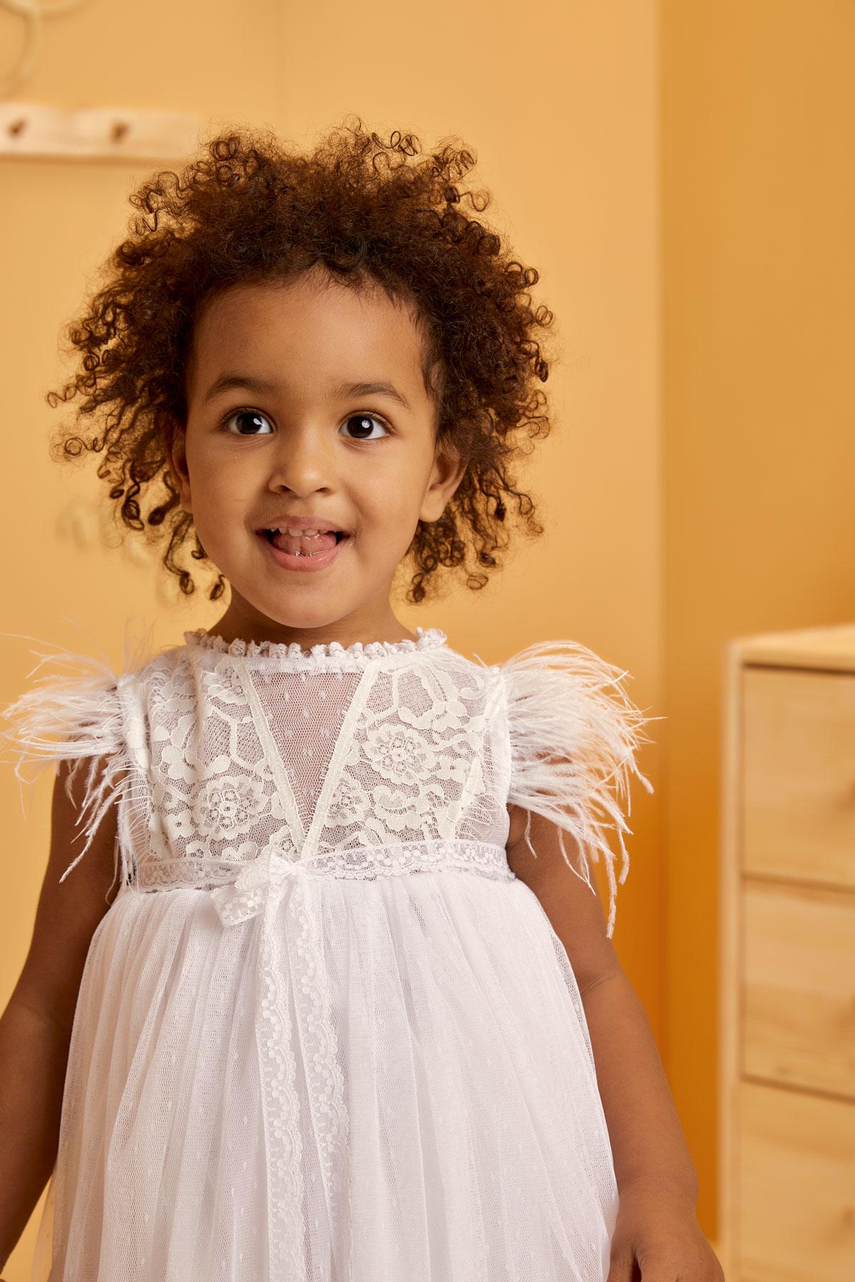 Βαπτιστικό φόρεμα λευκό με στρουθοκάμηλο και τούλινο βολάν
