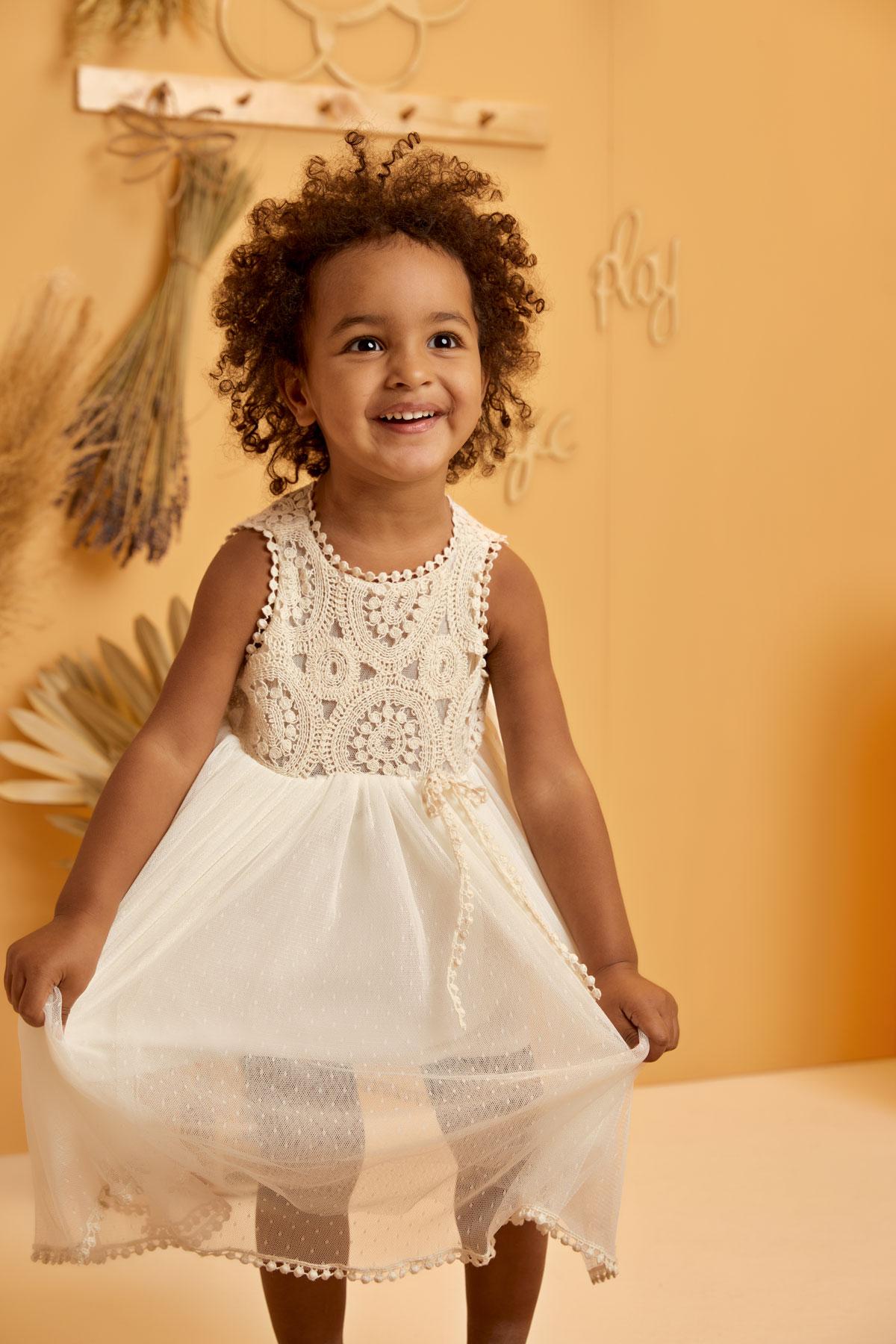 Βαπτιστικό φόρεμα εκρού με στρόγγυλη δαντέλα τσιγγελάκι