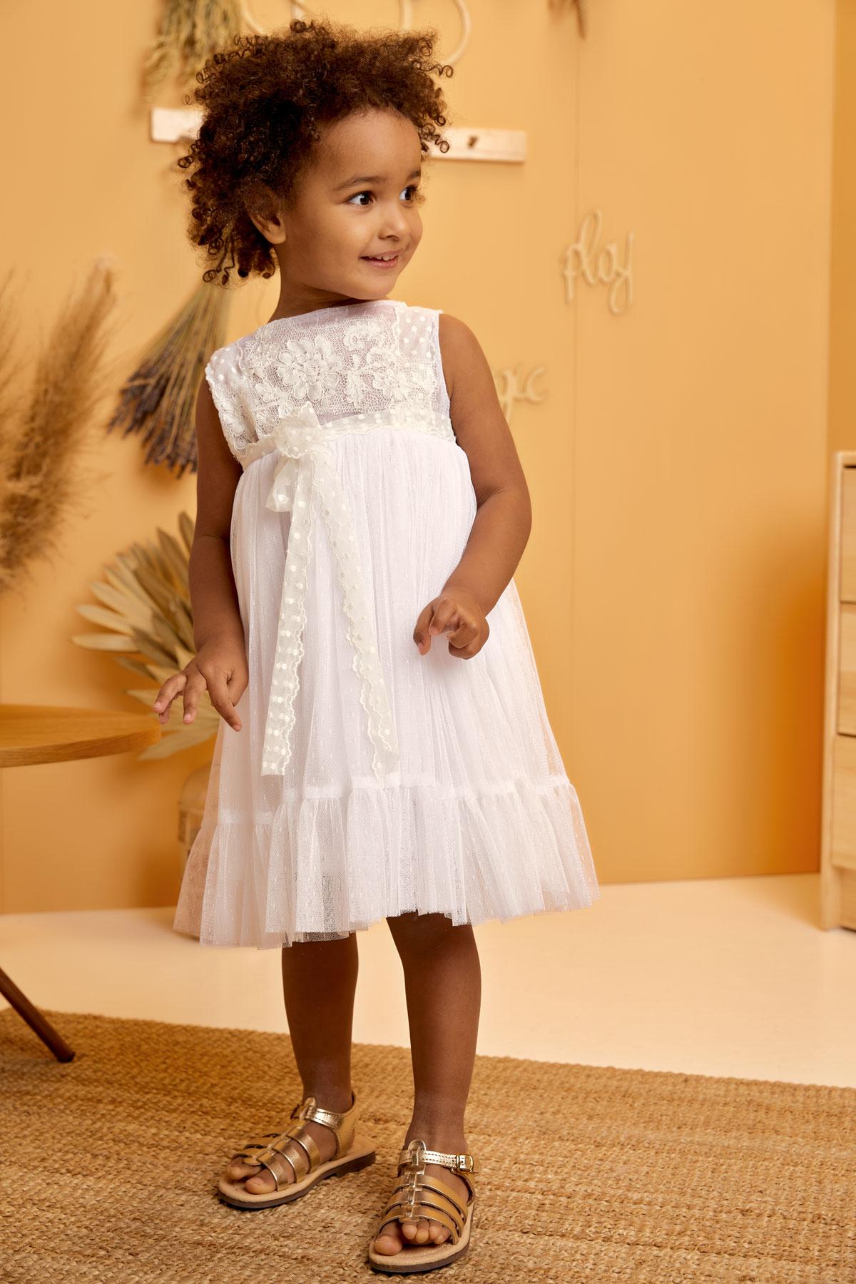 Βαπτιστικό φόρεμα λευκό με πουά κορδέλα και δαντέλα κορδονάκι