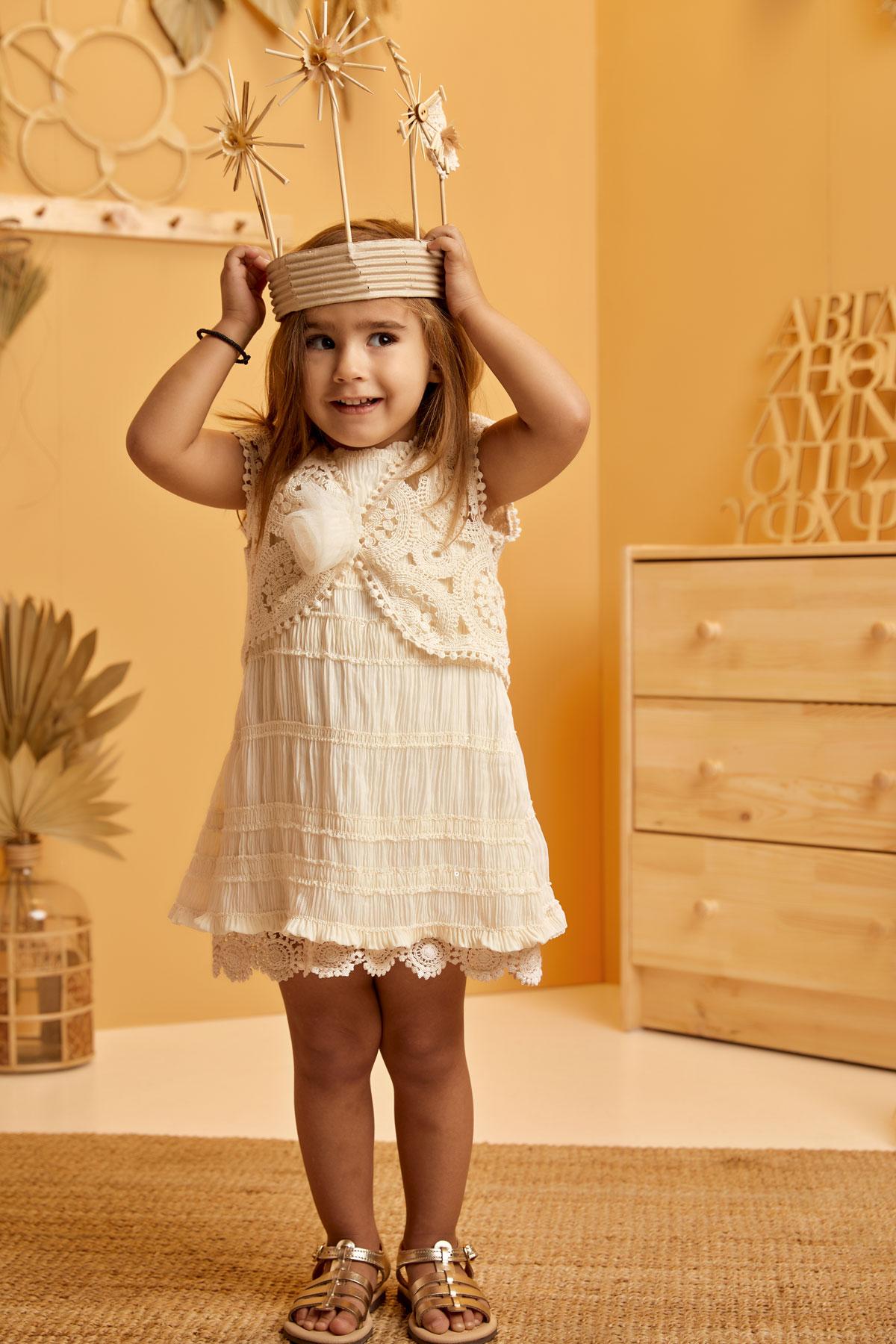 Βαπτιστικό φόρεμα εκρού Α γραμμή πλισέ σφηκκοφωλιά με ζακετάκι τσιγγελάκι