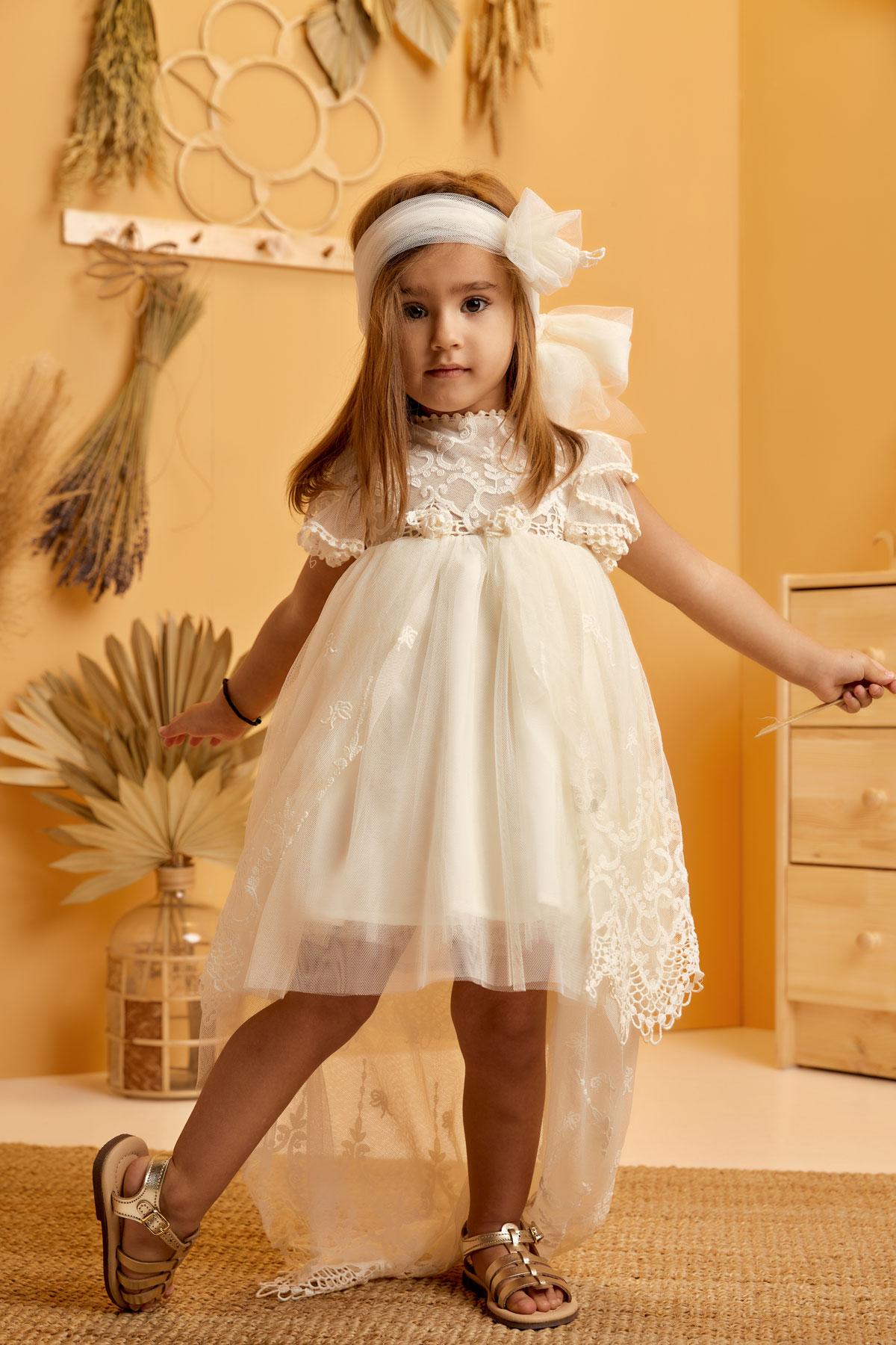 Βαπτιστικό φόρεμα εκρού με δαντελένια ουρά και ανοιχτή πλάτη
