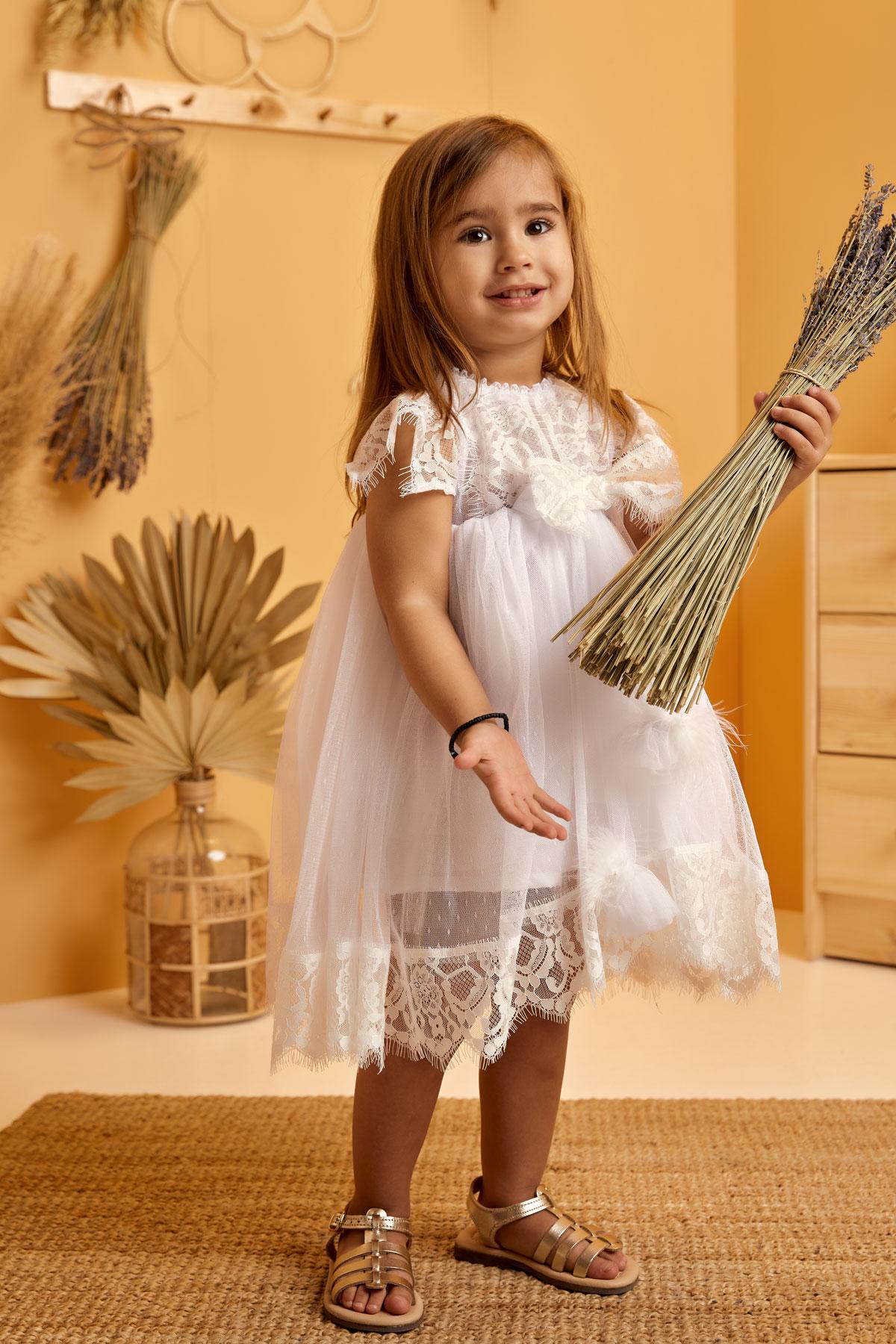 Βαπτιστικό φόρεμα λευκό μαραμπού με λευκό λουλούδι