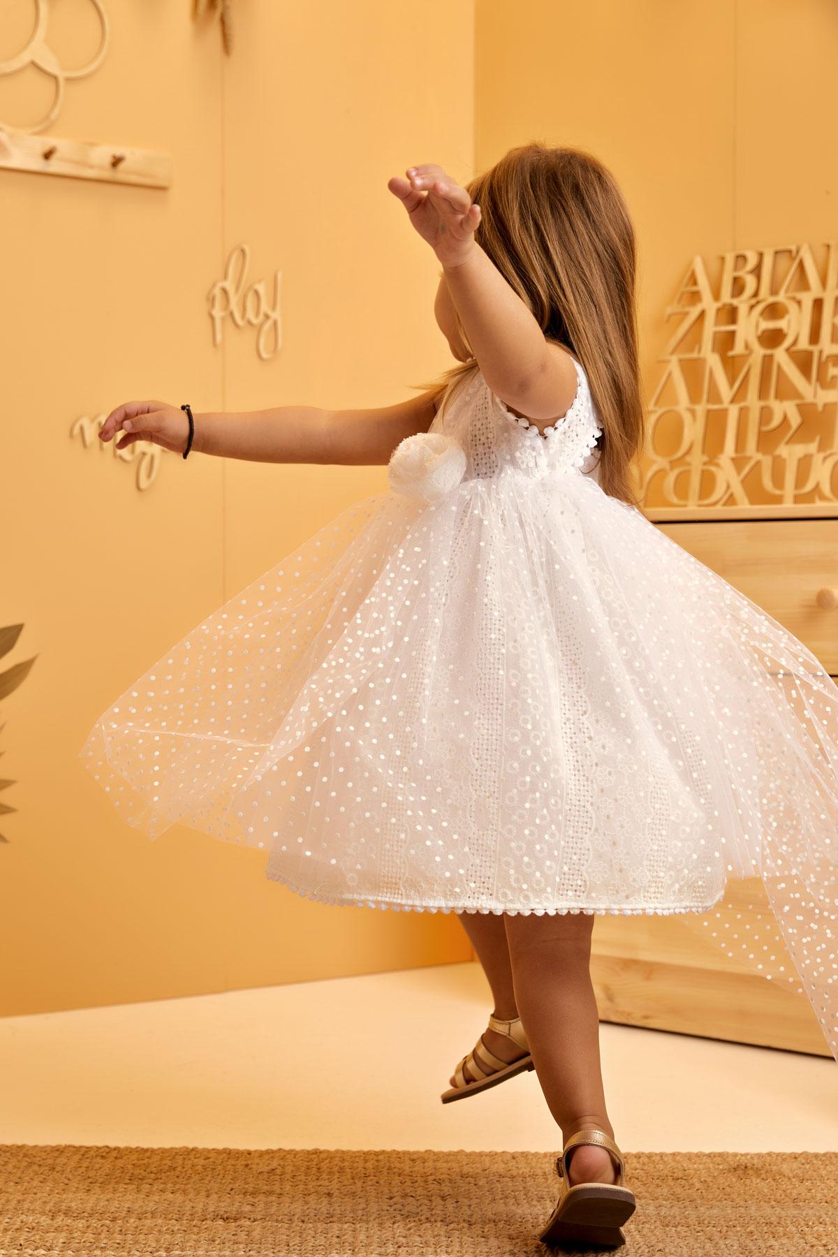 Βαπτιστικό φόρεμα πουά με ουρά και broderie δαντέλα