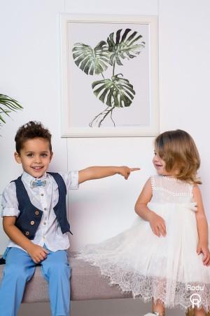 Βαπτιστικό σύνολο αγόρι με μπλε παντελόνι και λευκό πουκάμισο με σιελ βέλη