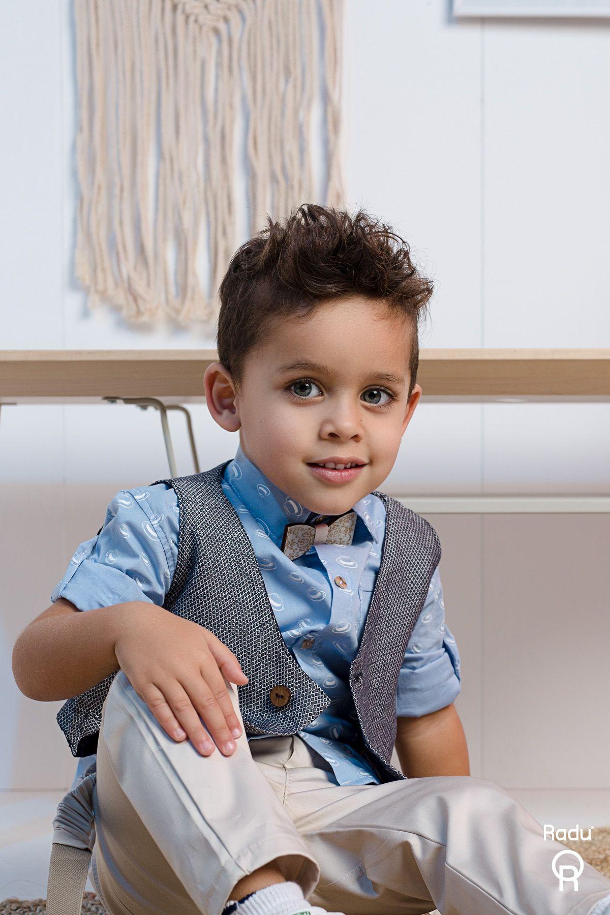 Βαπτιστικό σύνολο αγόρι με μπεζ παντελόνι και σιελ πουκάμισο με λευκά βέλη