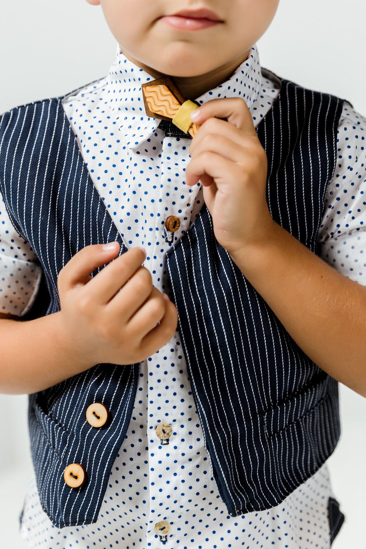 Βαπτιστικό σύνολο αγόρι με κροκί παντελόνι και πουά μπλε πουκάμισο