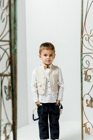 Βαπτιστικό σύνολο αγόρι με μπλε παντελόνι και λευκό πουκάμισο με καφέ καπελάκια
