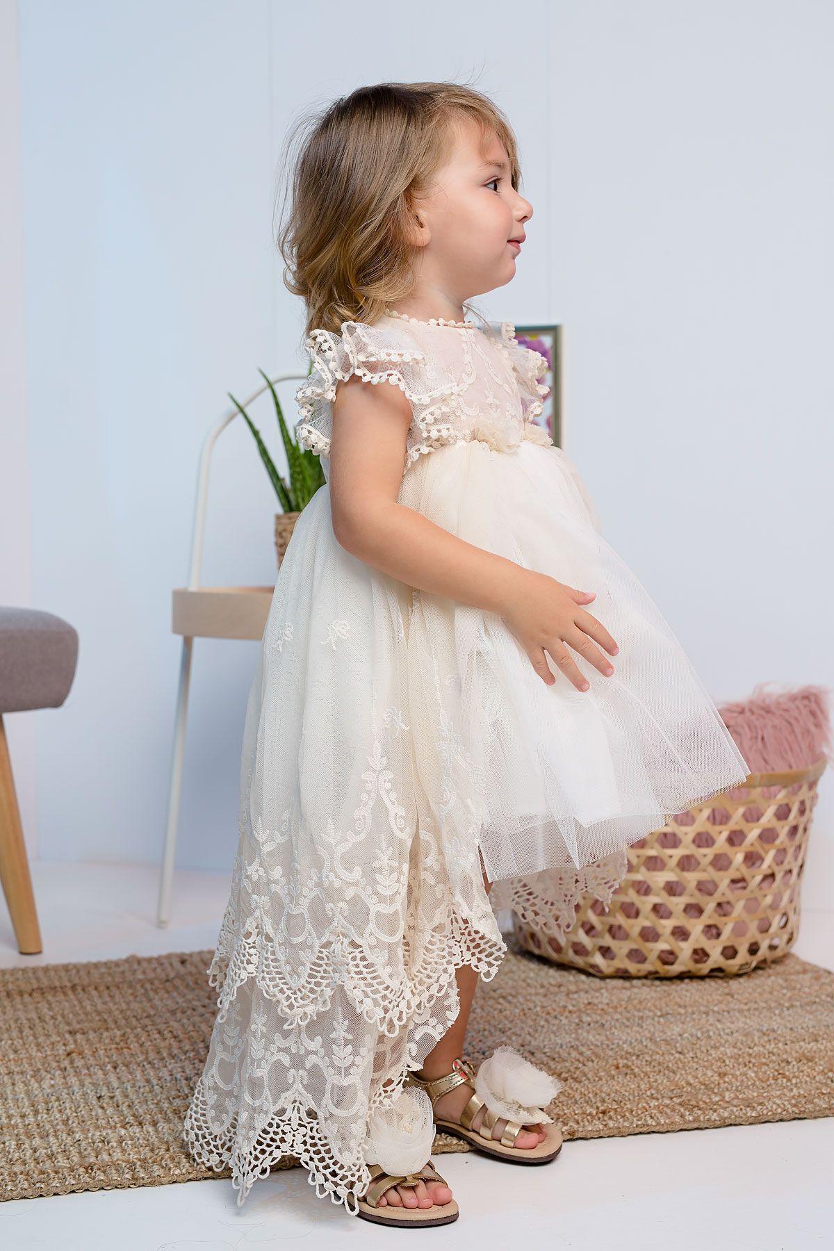 Βαπτιστικό φόρεμα εκρού με δαντελένια ουρά
