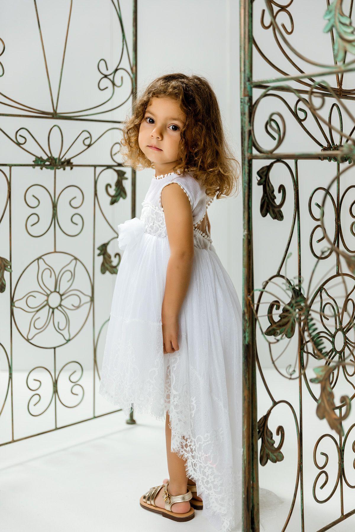 Βαπτιστικό φόρεμα λευκό με ουρά και λευκή δαντέλα