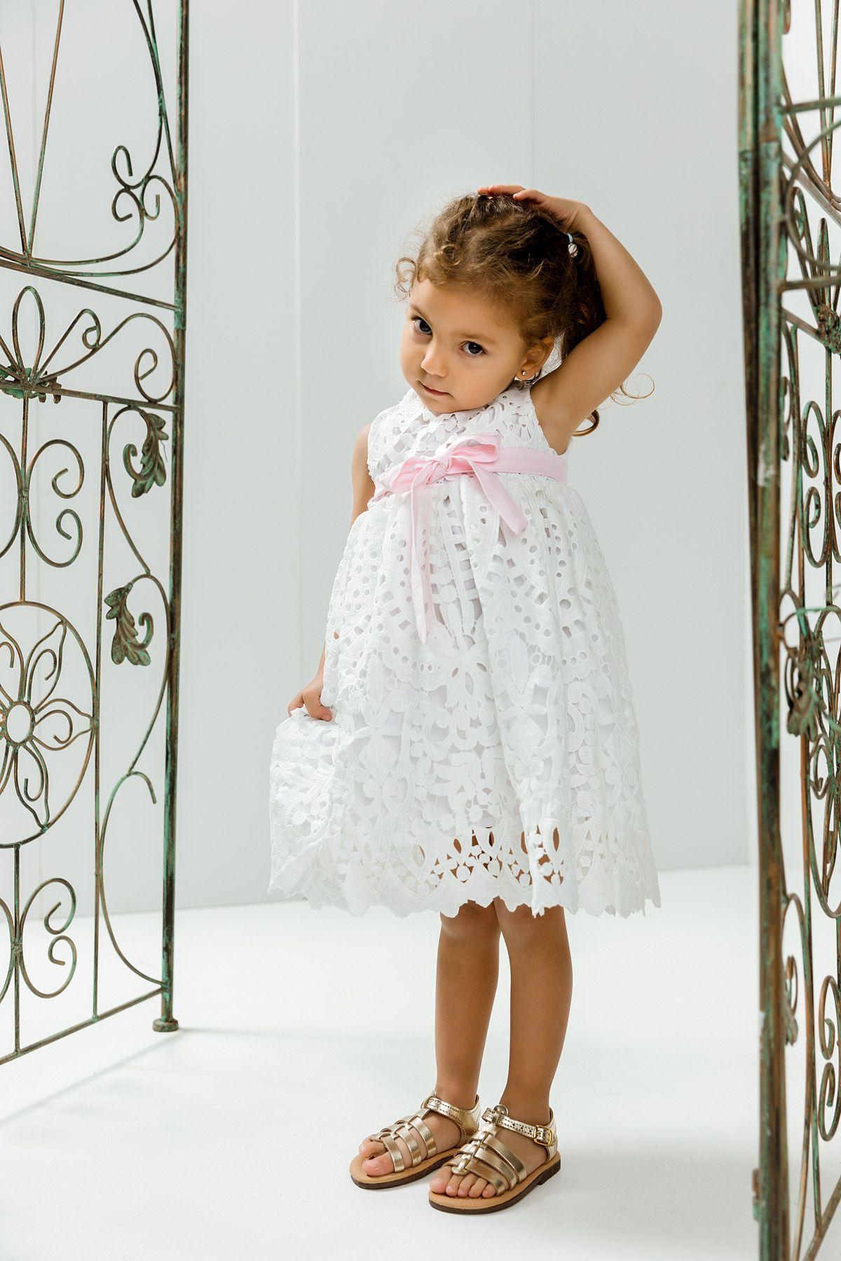 Βαπτιστικό φόρεμα με λευκό broderie και ροζ ζώνη