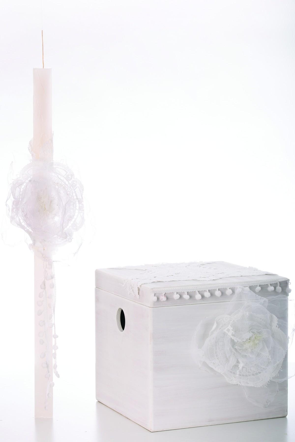 Λαμπάδα και Κουτί με λευκή broderie δαντέλα με λουλούδι